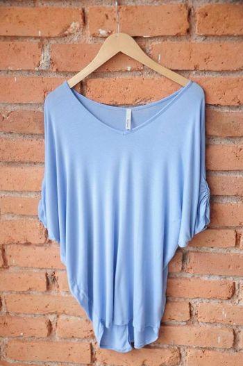 Blusa azul escote V