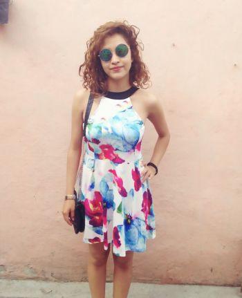 Vestido floral con escote