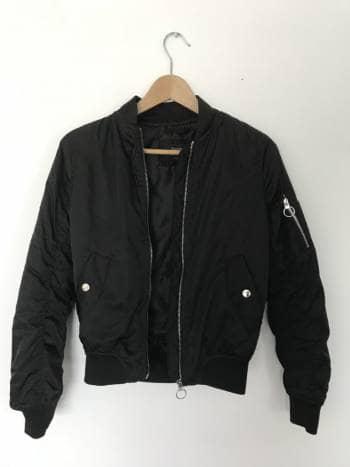 16432db0c4a41 Bomber jacket negra - GoTrendier - 716510