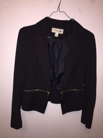 Saco negro ajustado en cintura