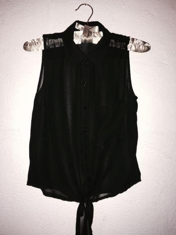 2x1 Camisa crop de gasa negra.