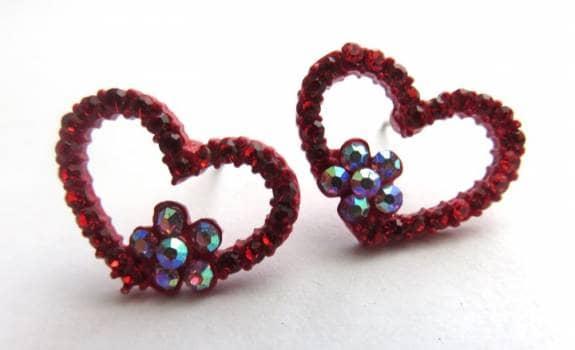 3d801c216507 Aretes rojos de corazón con brillos - GoTrendier - 781340
