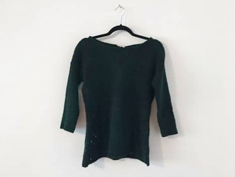 Suéter verde con moño