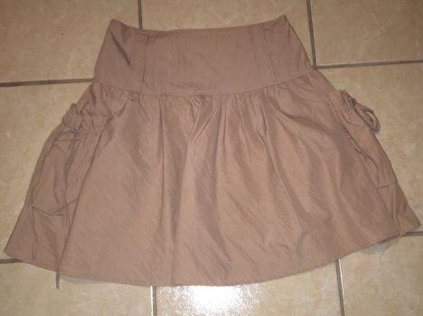 Falda con bolsas a los costados