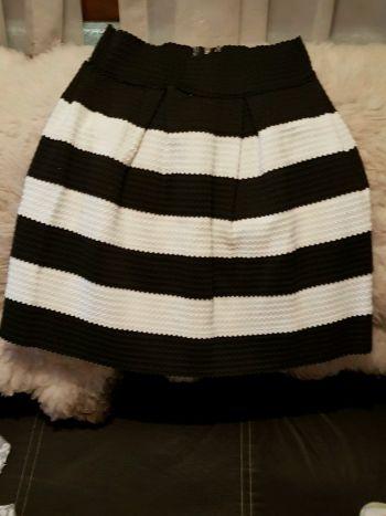 Falda bicolor abombada