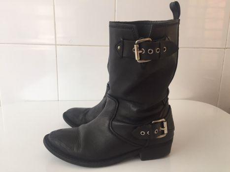 Botas Zara de look desgastado (foto 4)