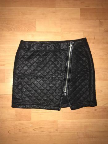 Falda negra cierre