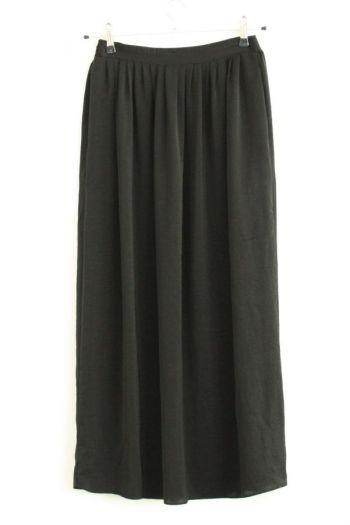 Falda larga en color negro.