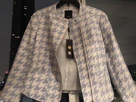 Abrigo con patron azul y blanco