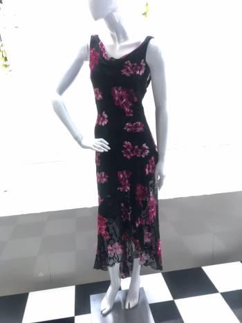 Vestido de fiesta estampado negro con flores