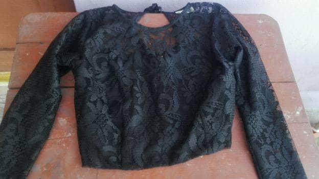 Bluss encaje negra con falda