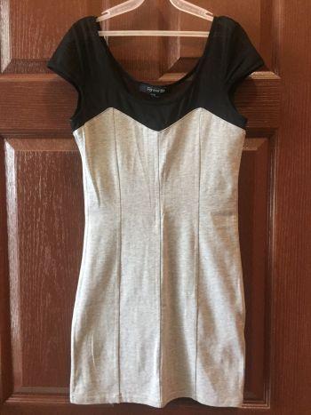 Vestido gris ajustado nuevo