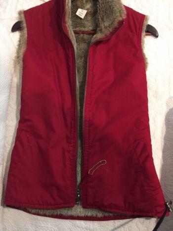 Chaleco gap rojo con pelos