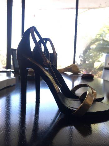 Zapatillas Zara negro con pulcera