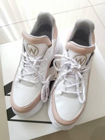 Tenis color blanco Westies nuevos