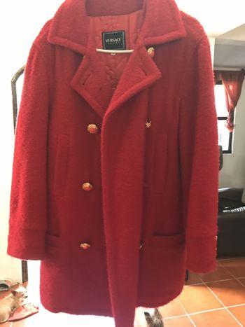 Abrigo Versace rojo
