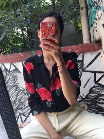 Camisa con rosas