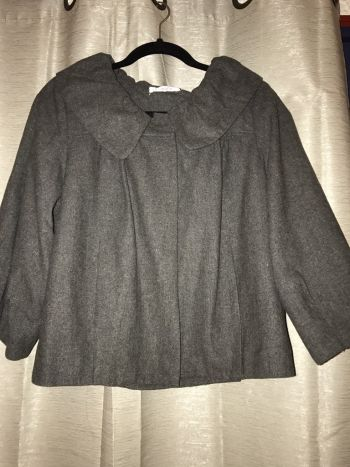 Abrigo corto color gris