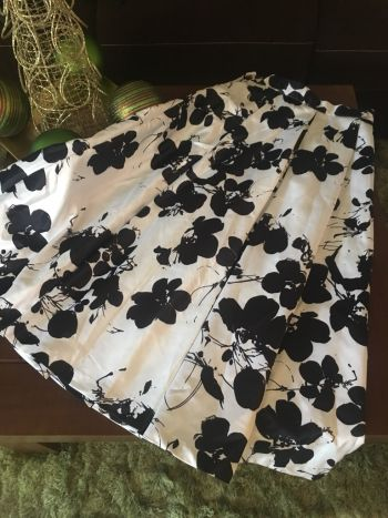 Falda de satin floreada