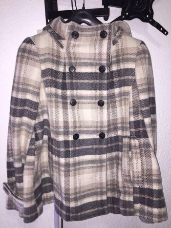 Abrigo gris y beige