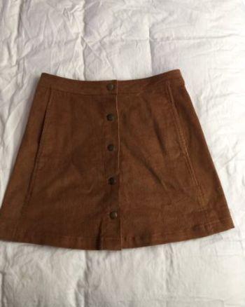 Falda de pana con botones delanteros