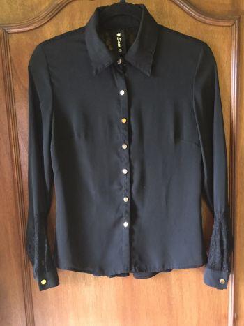 76712e4ab8df Blusa negra con encaje 2x1 - GoTrendier - 269612