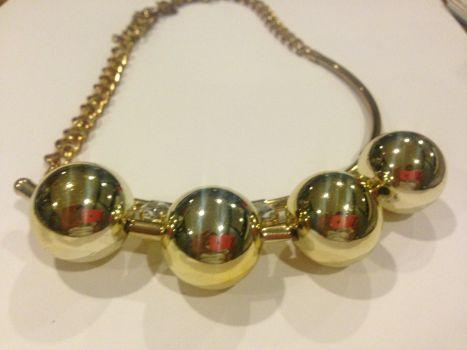 Collar bolas doradas ZARA