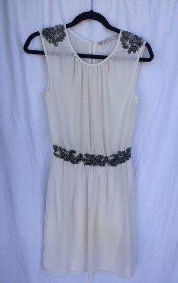 Vestido Femenino Blanco-Crema con Pedrería