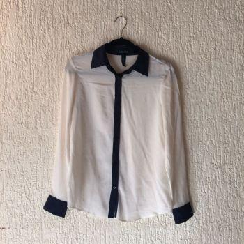 Camisa de seda blanca/azul marino