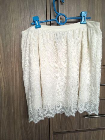 Hermosa falda encaje