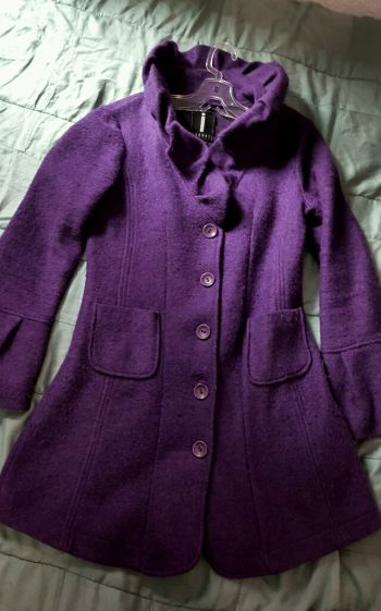 Abrigo de lana morado