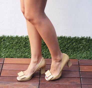 Zapato de tacón color beige