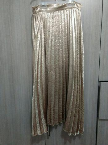 Falda dorada de temporada