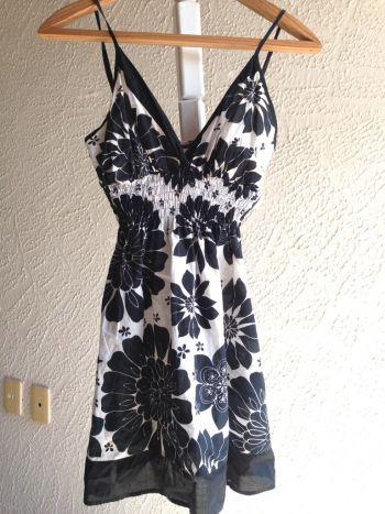 Vestido floral blanco y negro