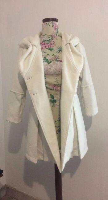 Abrigo blanco tipo vestido