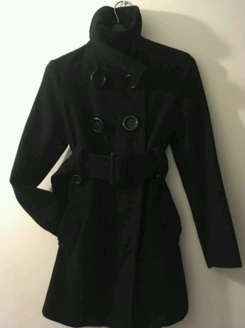 Abrigo negro, opción de cuello alto o bajo