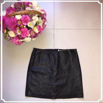 Mini falda negra efecto piel