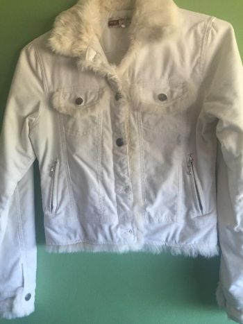 Abrigo blanco con peluche