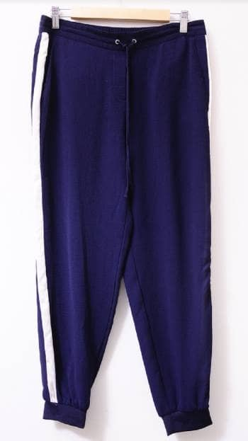 Pantalon azul con raya a lado