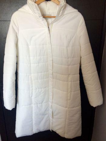 Abrigo blanco invierno con capucha