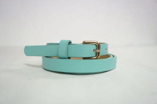 Cinturón color azul.