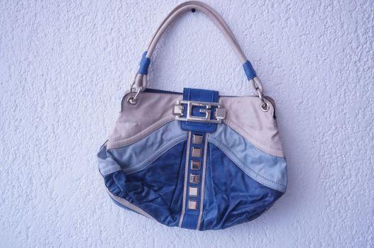 Bolso azul con estoperoles