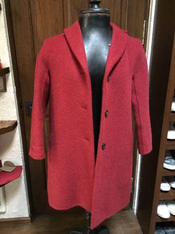 Abrigo rojo cereza