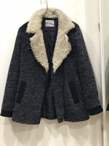 Abrigo negro con peluche