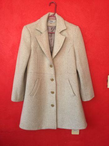 Abrigo grueso color crema