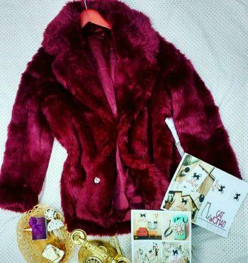 Abrigo de peluche color Vino