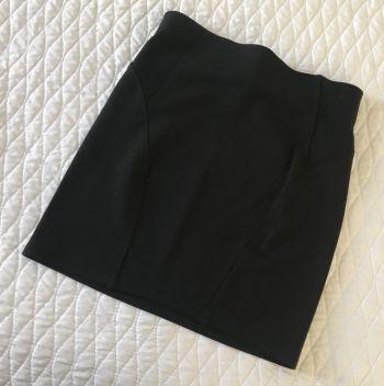 Mini falda negra Bershka