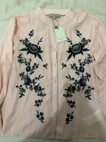 Blusa rosa bordada