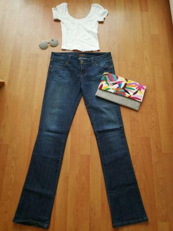 Jeans semiacampanado