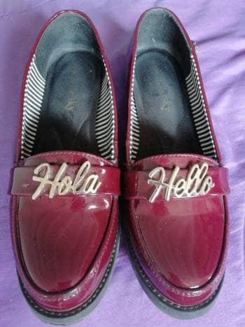 Zapatos de charol guinda